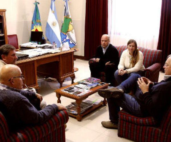 El director Provincial de Agua y Cloacas, Ingeniero Ing. Martin Heinrich visitó al intendente Alejandro Federico .